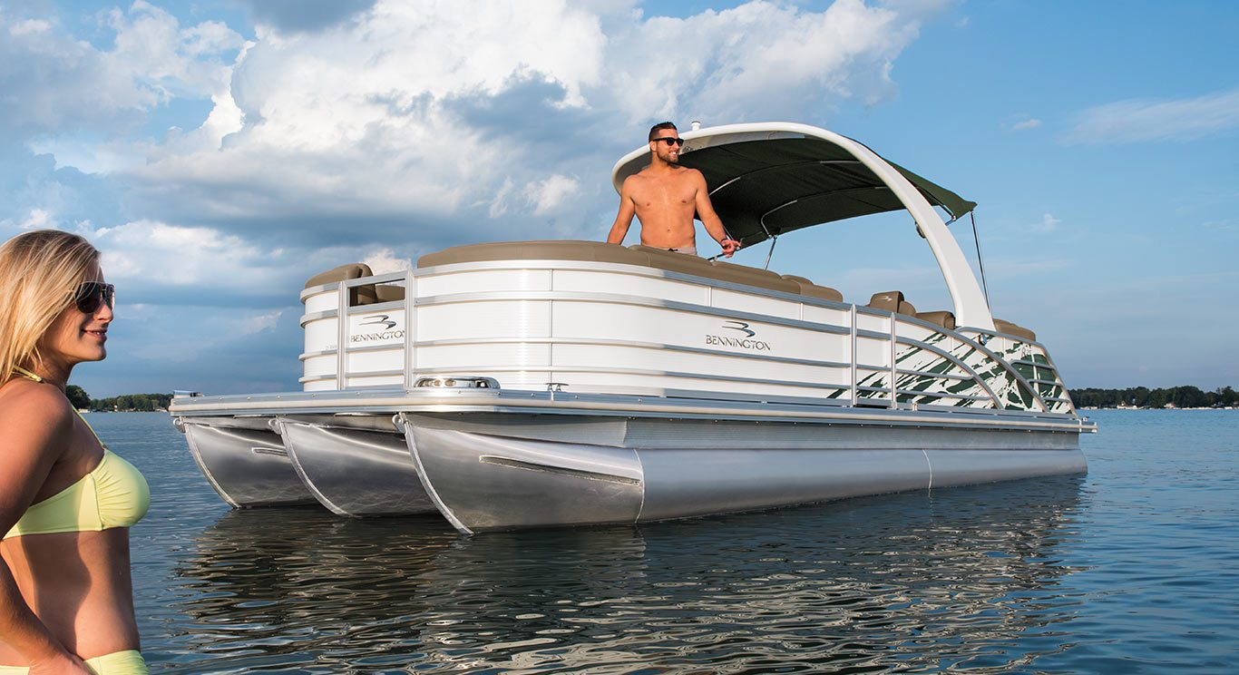2018 R25 Fastback Pontoon Boats By Bennington
