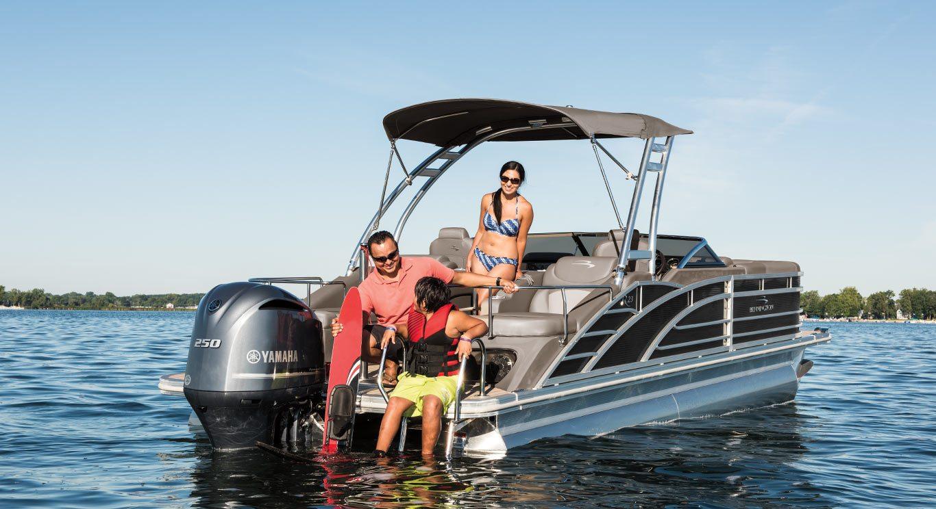 2017 R23 Sportback Stern Lounge Pontoon Boats