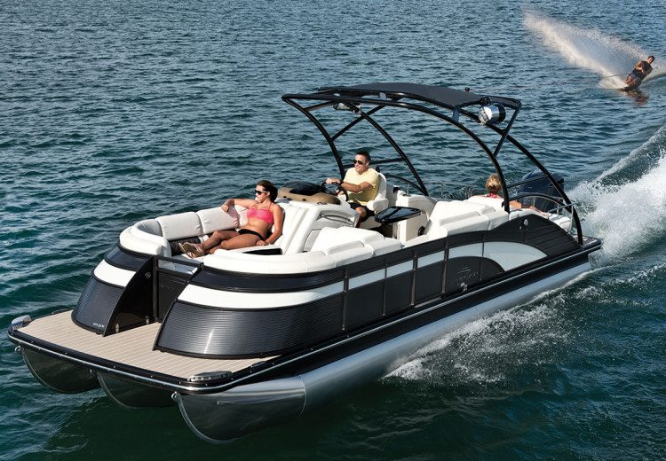 Q series luxury pontoon boats by bennington for Luxury fishing boats